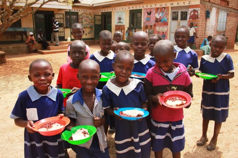 當地孩童的營養午餐