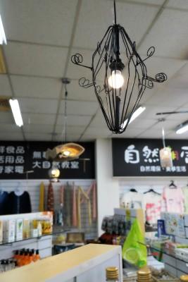 廢棄衣架做的燈
