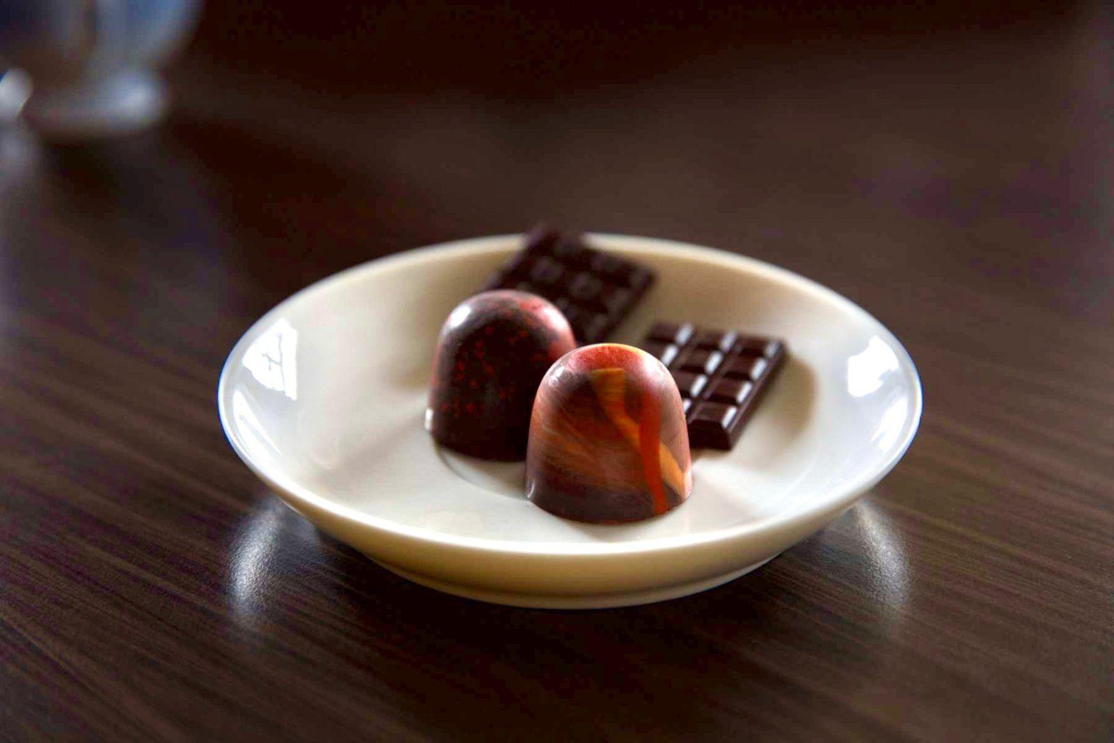 由可可到巧克力的製程細膩繁複,猶如從木頭精雕成藝術品(攝影/Foodbank)