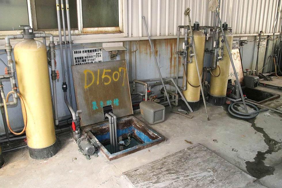 大型廠商的污水處理設備 攝影者 孔德廉