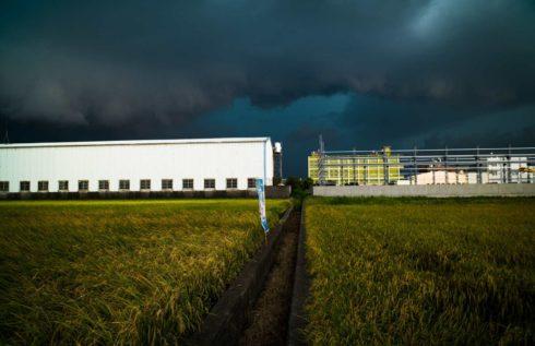 工廠與農地 攝影者張良一