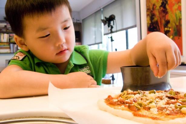 簡易超易上手的番茄醬披薩–麵粉袋封鼠尾草雞