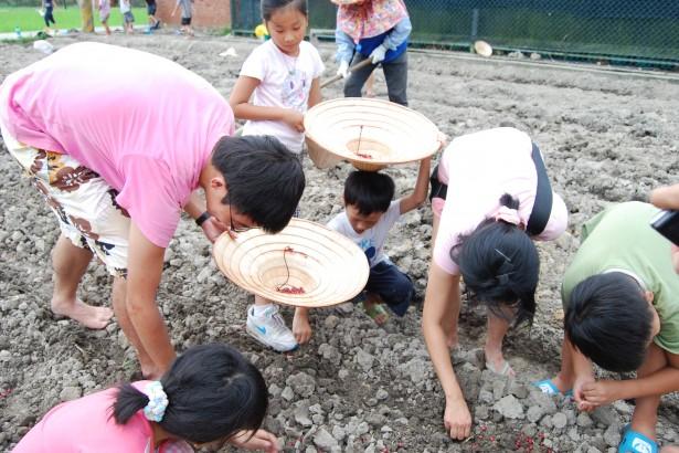 【公民寫手】人本營隊 帶孩子走入農村