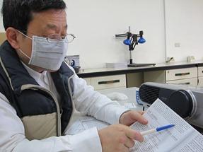 藥毒所農藥化學組組長何明勳表示,紅豆農只有在採收才噴巴拉刈,不會有土壤殘留疑慮