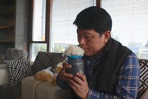 蕈優生物科技農場場長方世文和林俊義團隊合作四年多,終於培育出台灣本土銀耳,淡淡花香代表銀耳新鮮又健康