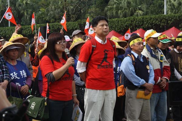 台灣農村陣線發言人蔡培慧(左)認為失去糧食主權等於失去自己的冰箱