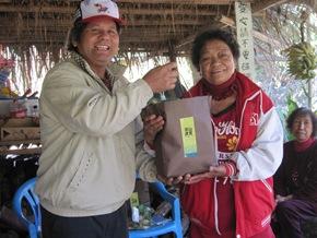 很多受助者第一次獲得這麼好的食物,看到原住民傳統作物開心又感動(圖-茶山雜糧產銷班提供)JPG