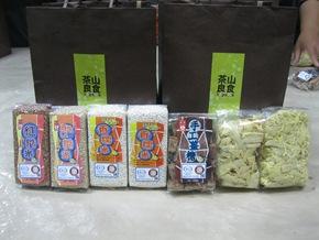 茶山良食的食物袋中有許多鄒族傳統作物,包括有機轉型期的香糯米、紅糙米、Q糙米、手工薑糖、脆筍絲、脆筍片、茶山好薑(圖-茶山雜糧產銷班提供)