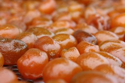 金棗農自己成立的加工廠用料實在,蜜金棗不加半點防腐劑,外觀雖不如市面上的漂亮,卻保證安全健康