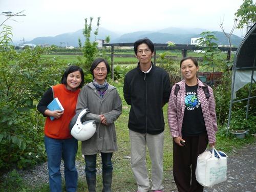 01清蓉來訪青松家與阿寶碧芬合照(賴青松 提供)