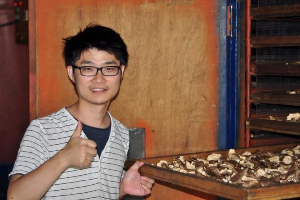 【公民寫手】用日文取經 賴中仁種出鮮甜香郁好菇