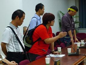 12名抗議團體代表協商,但和官方毫無共識,揚言長期抗戰