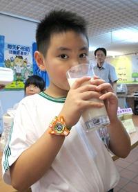 1020924-2每天兩份奶,從小存骨本,培養績優骨2