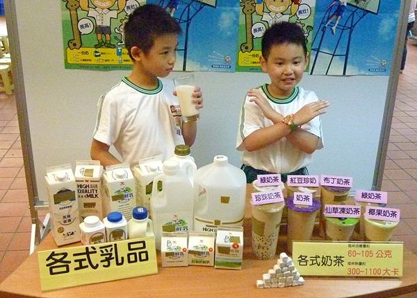 1020924-3喝糖飲小心骨鬆長不高,每天兩份奶培養績優骨