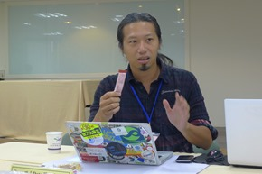 2徐子涵是Code for Tomorrow共同創辦人,希望讓資訊更公開,重新分配資源