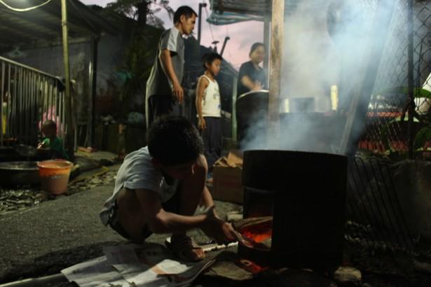 排灣族父子的堅持 寄採竹走出部落與現代社會的通路