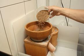 許垚綸的麵包從一粒麥子開始,這台德國家庭式磨麥機就是他的秘密武器
