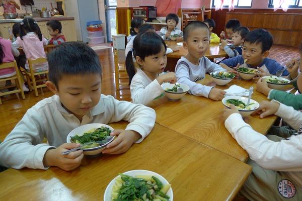 採用在地食材,不僅可以幫助農民,又能讓小朋友吃得安心2