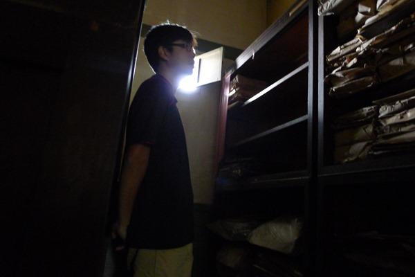 磯永吉四千多件文物,就是在這間小小的暗房裡被挖掘出來