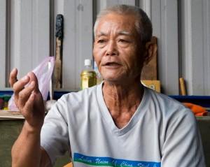 王康夫說,國道七號的開闢計畫將一舉剷除拷潭村及鄰近地區數十甲的良田。(圖/袁庭堯攝)