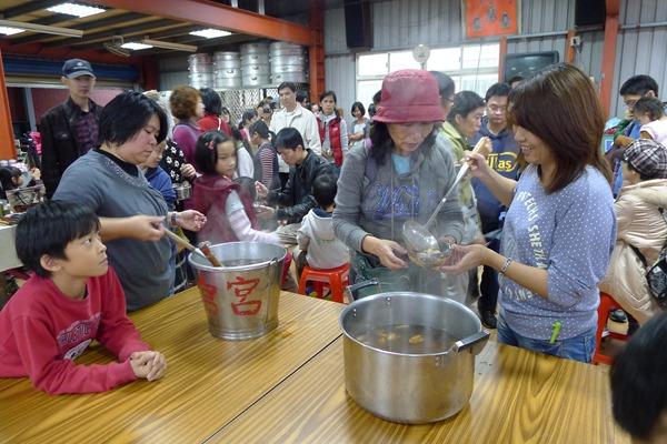 冬日聚會吃自己搓的湯圓,是穀東俱樂部的傳統