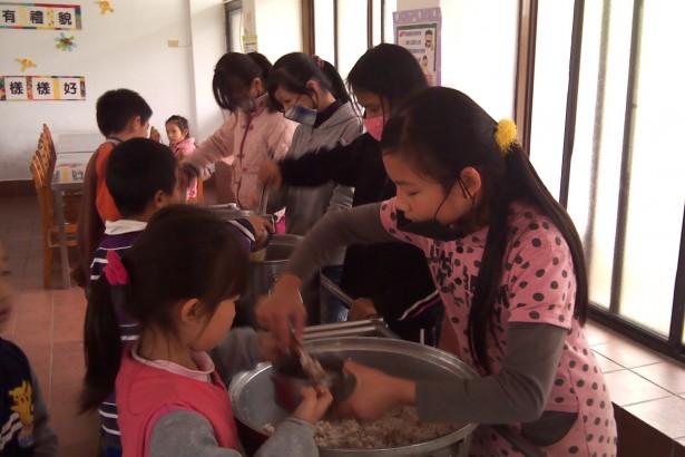 【公民寫手】校園午餐農藥殘留過量 比鼎王氾濫