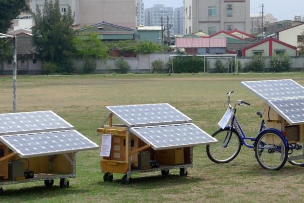 多元發電 移動太陽能發電站草地發功