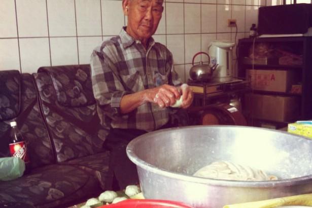【公民寫手】通霄楓樹里-清明時節愛吃客家版草仔粿