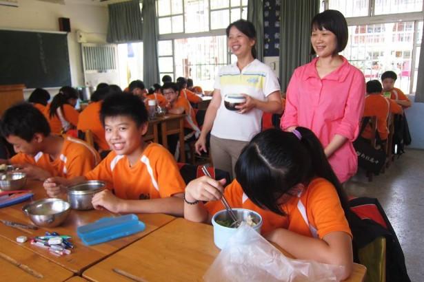 與食材商的約定 新社高中學生吃無毒食材