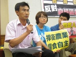 農委會主委,陳吉仲(左一)呼聲高