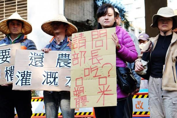 停灌休耕政策惹爭議 農民至經濟部前要求「還我水權」