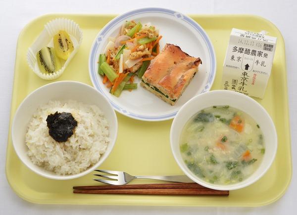 亞軍是東京都青柳小學校,淺草海苔飯、奧多摩山女燒、千草拌菜、東京牛奶、東京奇異果,無一不是難得的東京在地食材