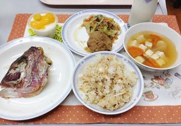 日本有喜慶之事時會吃鯛魚飯,松丸也會放入菜單中