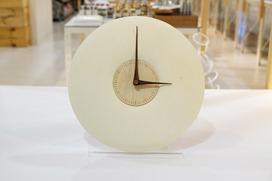 北海道,結合蝦夷鹿皮與當地木工產業的時鐘