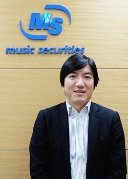 因為想幫喜愛的音樂人出唱片而發展出小額投資的music securities代表小松真實