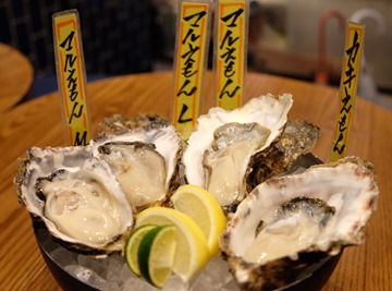 每天直送的新鮮牡蠣,淋點檸檬汁就非常好吃