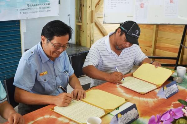 墾管處與大光社區簽署合作備忘錄,未來墾管處訂購大光社區漁夫便當(里山生態有限公司提供)
