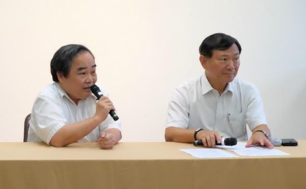 畜牧處副處長王忠恕(左),農委會副主委沙志一(右)。圖/林慧貞攝影