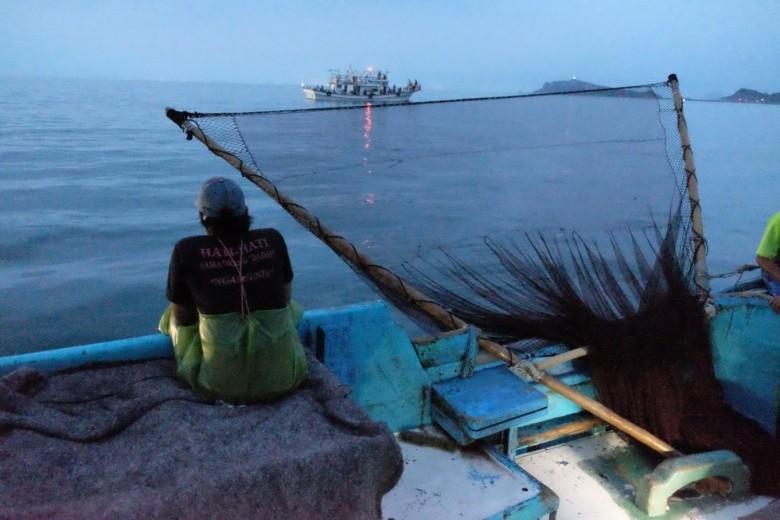 三角形的叉網利用槓桿原理,可以撈起數百斤漁