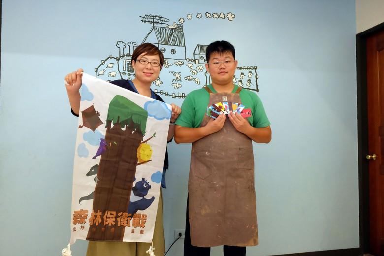 桌遊研發者黃怡華(左)、羅勝夫(右)。