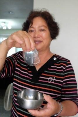 石花菜加熱釋出膠質,放涼後就自動凝固了。