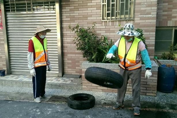 輪胎凹槽易積水需盡快清除。(圖片提供/台南市衛生局)