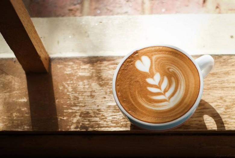 法國研究顯示咖啡也含有丙烯醯胺,但致癌風險應依飲食習慣評估。