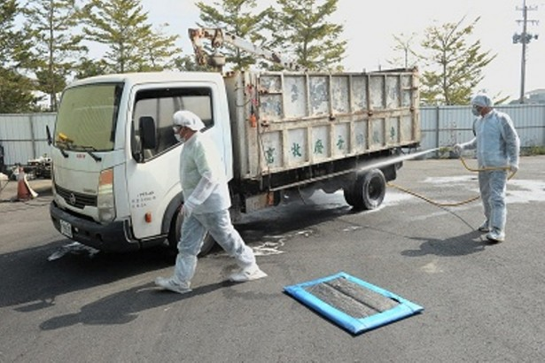 防檢局表示,動物運輸車輛為禽流感病毒傳播重要媒介之一,因此必須落實消毒。(圖/摘自行政院網站)