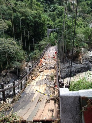 吊橋受損嚴重。(圖片提供/水利署台北水源特定區管理局)