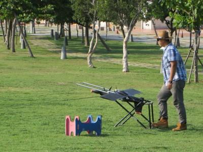 無人飛機起飛前準備情形。(圖/嘉義縣農業處提供)