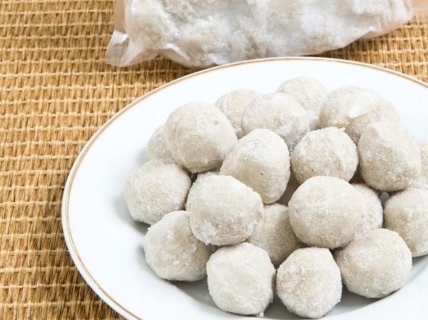 邱經堯開發出無添加磷酸鹽的虱目魚丸。(圖/社區菜市長提供)