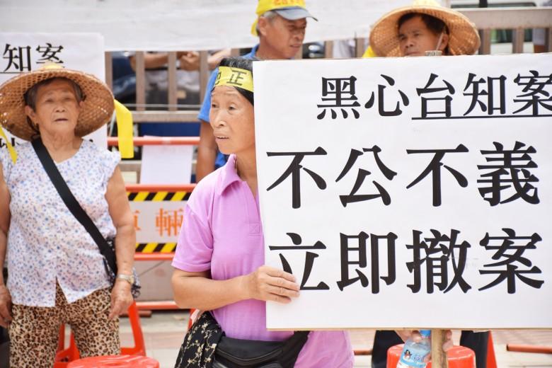 這已是璞玉自救會成員第8次北上抗議,每次抗議都得捨棄農忙工作,更難掩和鄰里對立的矛盾心情。(圖/潘子祁攝影)
