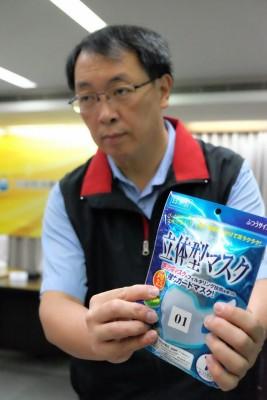 行政院消保處調查市售口罩宣稱可過濾PM2.5,但業者事實上提不出任何研究數據或資料證明。(圖/林慧貞攝影)