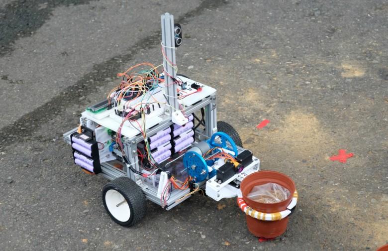 宜蘭大學幸運草隊的機器人夾鉗運用3D列印機